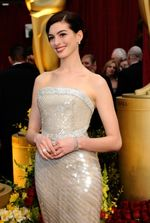 86806_anne-hathaway-keeps-it-simple-at-the-2009-oscars