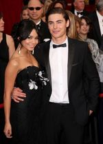 86781_vanessa-hudgens-and-zac-efron-get-close-on-the-red-carpet-at-the-2009-oscars